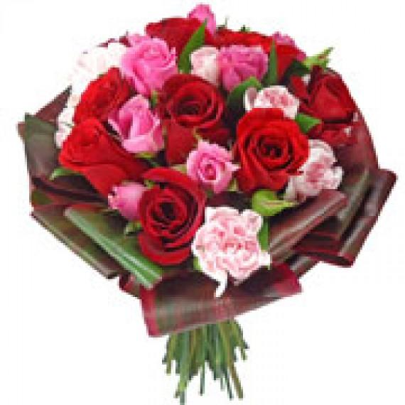 Buquê de Noiva com Rosas Vermelhas e Rosa Rosa
